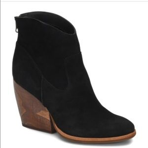 Korkease Larpa black suede booties